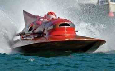 Lancha Ferrari con motor V12