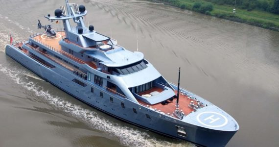 El empresario ruso posee una de las naves más amplias