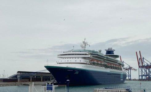 el-crucero-llega-al-puerto-de-malaga-para-avituallamiento-y-repatriacion-de-tripulantes-con-vuelo-cerrado-ante-estado-de-alarma-por-el-coronavirus