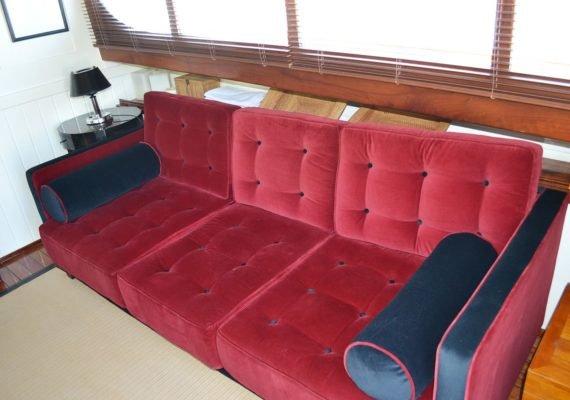 Salon y sillones en los clásicos interiores del Cabure.