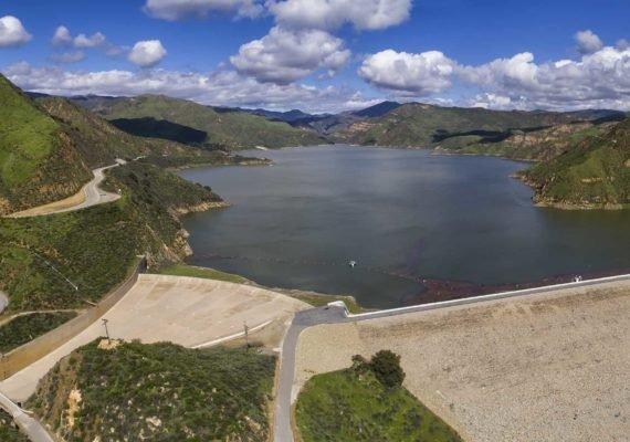 Panorámica del Lago Piru, en los Ángeles, California - EEUU