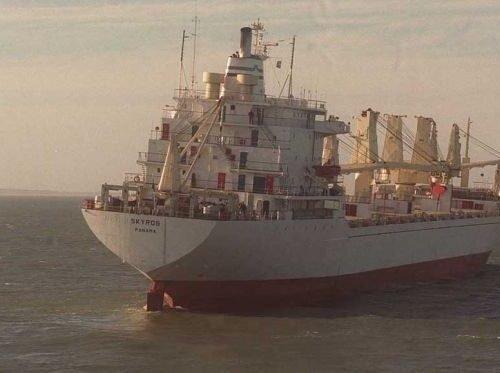 """Buque de carga """"Skyros"""", que desplazaba 21.000 toneladas."""