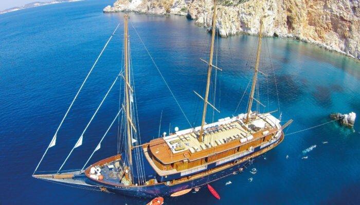 Viajeros del velero 'Galileo' disfrutando del mar