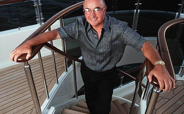 Joe Lewis, propietario del Aviva Yachts de Abeking & Rasmussen