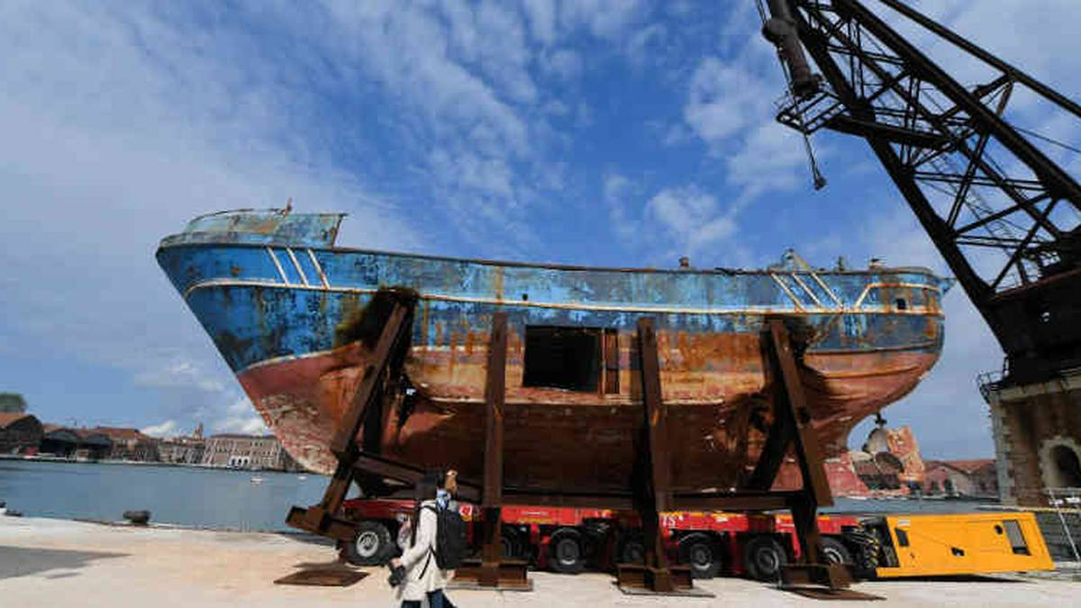 Barco hundido Italia (1)